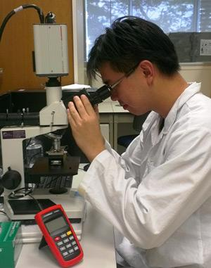 Dr Seow Yiqi using his NanoSight LM10 system
