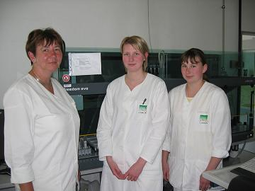 Team at LLBB: Sabine Thalheim, veterinarian specialized in virology, Elena Herner, biology laboratory assistant, Chris Flegel, technical assistant in veterinary medicine